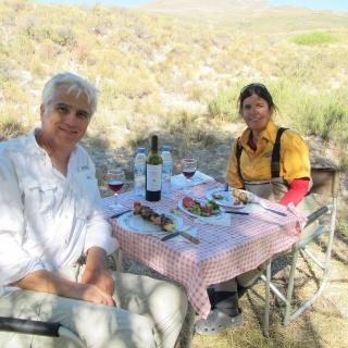 Almorzando brochets con los Garcia.