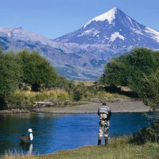 Iconic spot at the Malleo river with full view of Lanin Volcano - San Huberto Lodge