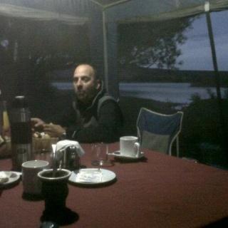 Desayuno en Rio Limay Medio