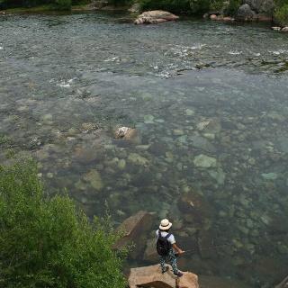 Pesca en el Rio Alumine. Foto Tomada por el Amigo Quique Coutrix.