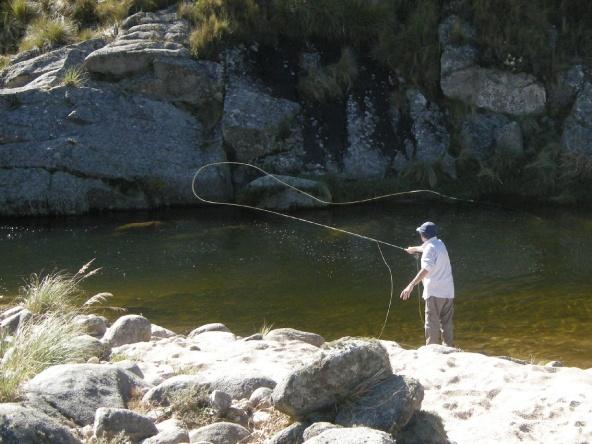 Pesca en el rio del Medio, La Cumbrecita, pcia de Córdoba, Argentina