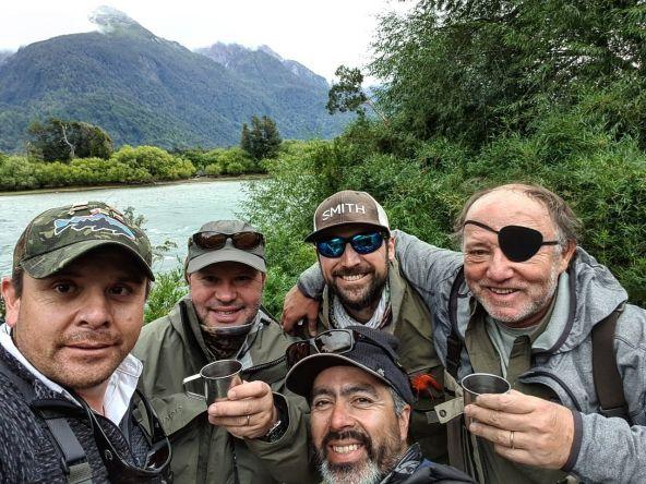 The last group 💪 . . . . #matapiojolodge #chile #patagonia #futaleufuriver #fishingtrips ##flyfishing #flyfishingnation #flyfishingaddict #flyfishinglife #simmsfishing